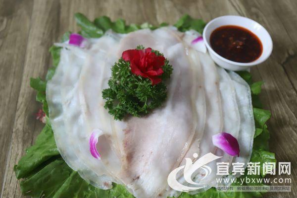 李庄白肉是李庄传统美食,以刀工独特,色香味美而闻名。