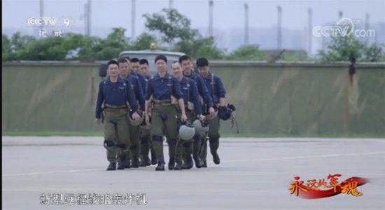 """新型远程战略轰炸机轰-20研发取得重大进展,中国空军正式开启""""20时代""""。图片来源:央视截图"""