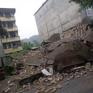 四川长宁地震中 儿媳妇对婆婆说我已经救不了你了