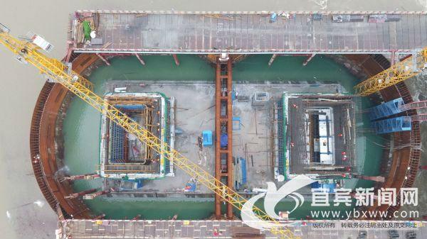 在建中的临港长江大桥。(陈柳源 摄)