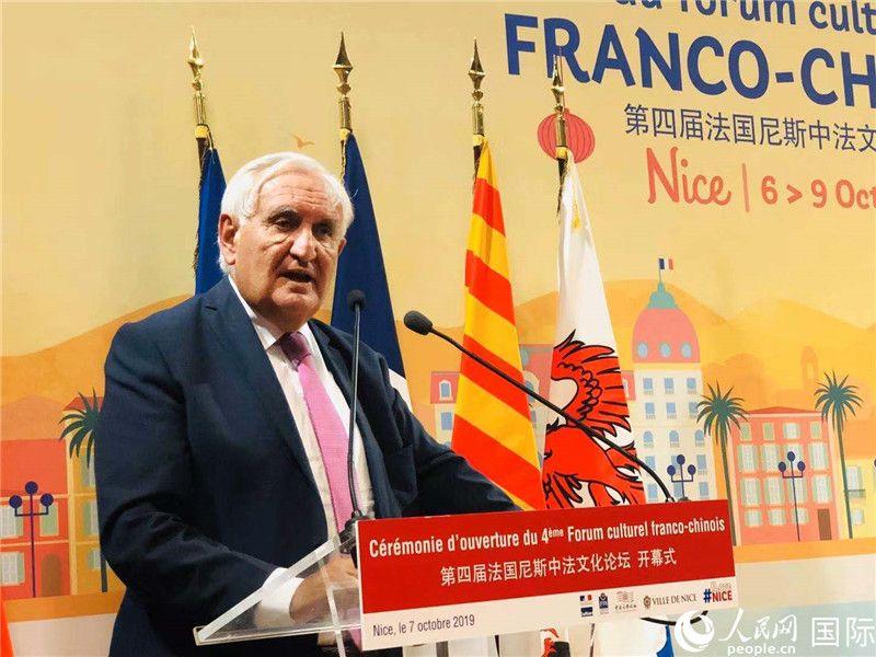 法国前总理拉法兰在活动中致辞。何蒨摄